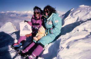 Cadiach al sostre del Shisha Pangma, amb la desapareguda Chantal Mauduit, i el pelux que ella va pujar al cim