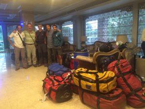 Cadiach i l'equip del treeking a l'hotel d'Islamabad