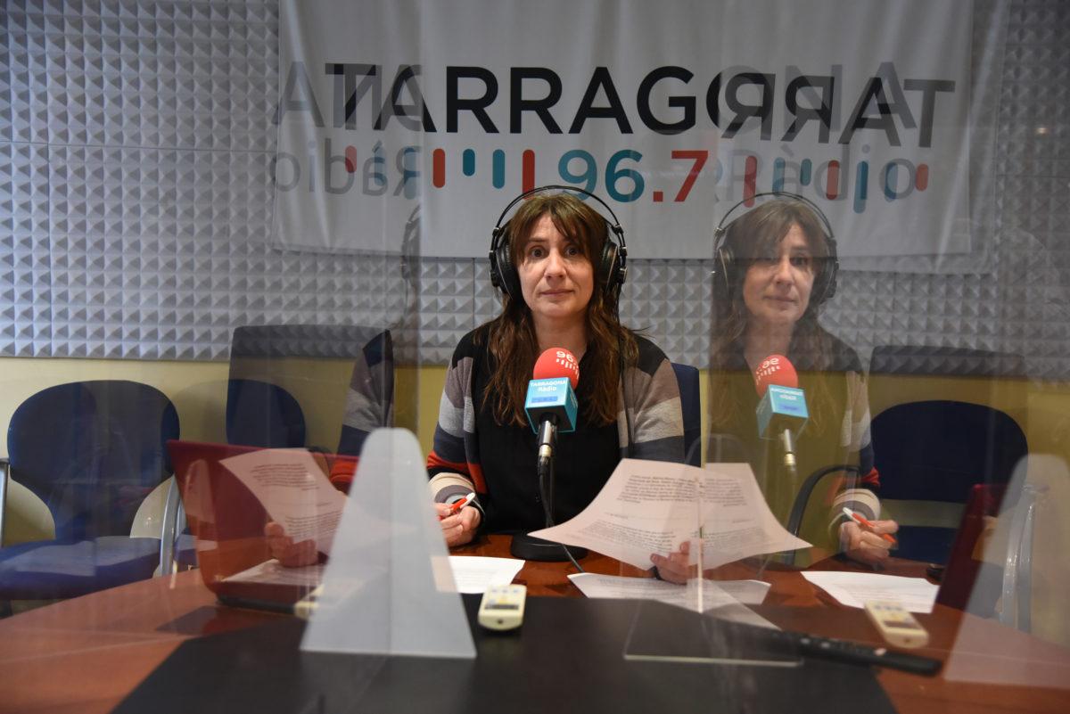 núria cartañà a l'estudi de tarragona ràdio