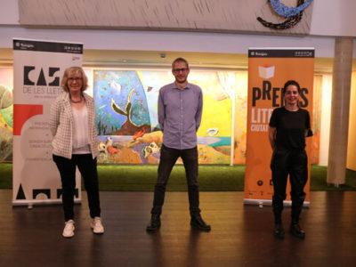 Pla general dels guanyadors del 31è Premis Literaris Ciutat de Tarragona, Marc Quintana Llevot; Laia Malo i Montserrat Morera Escarré, en la roda de premsa per donar a conèixer els guardonats del certamen.