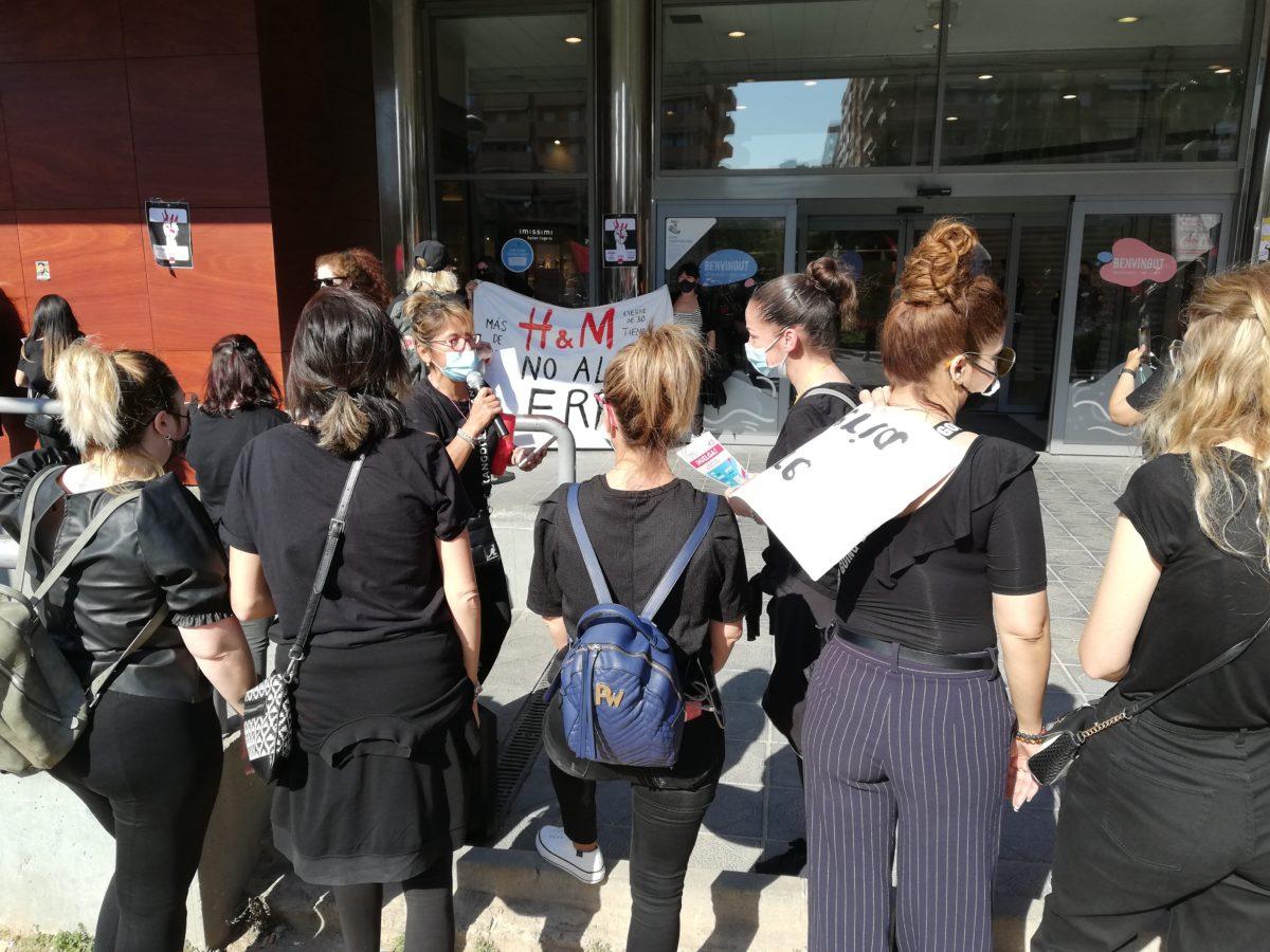 Protesta de la plantilla d'H&M a les portes de Parc Central