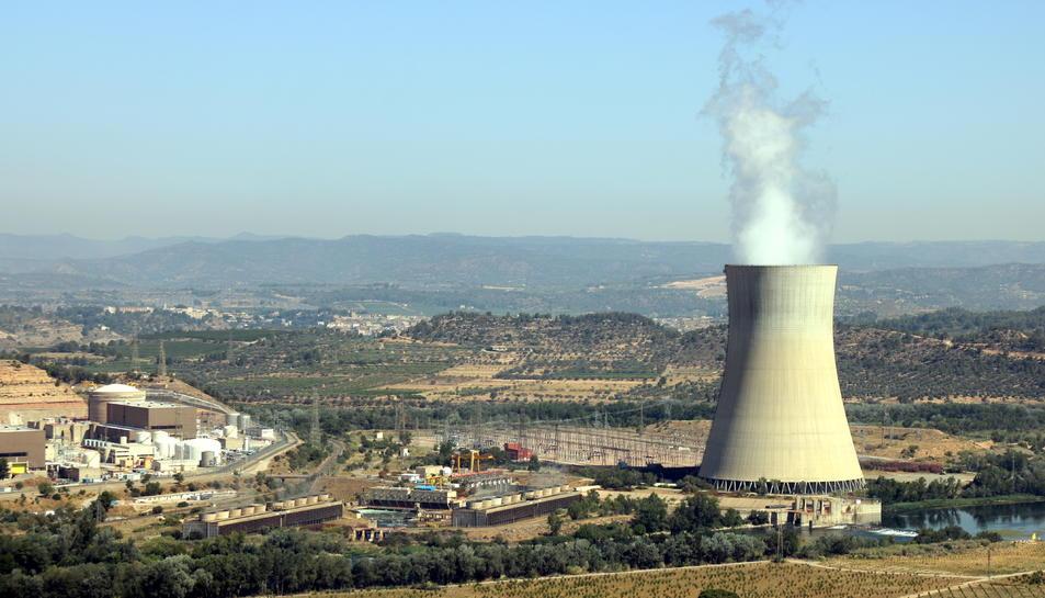 Pla general de la central nuclear d'Ascó, a la Ribera d'Ebre. Foto: ACN.