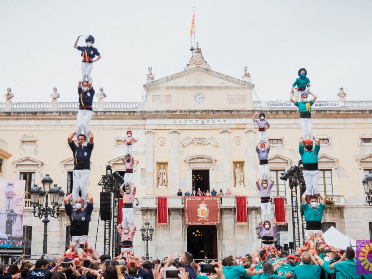 Fotografia de l'acció castellera del passat 23 de setembre a la plaça de la Font. Foto: Marc Colilla.