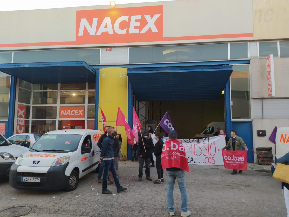 Imatge de la protesta d'aquest dimecres a les protes de l'empresa Nacex. Foto: COS-El Camp.
